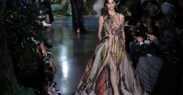 A model presents a creation by Elie Saab during the 2015 Haute Couture Spring-Summer collection fashion show on January 28, 2015 in Paris.   AFP PHOTO / FRANCOIS GUILLOT